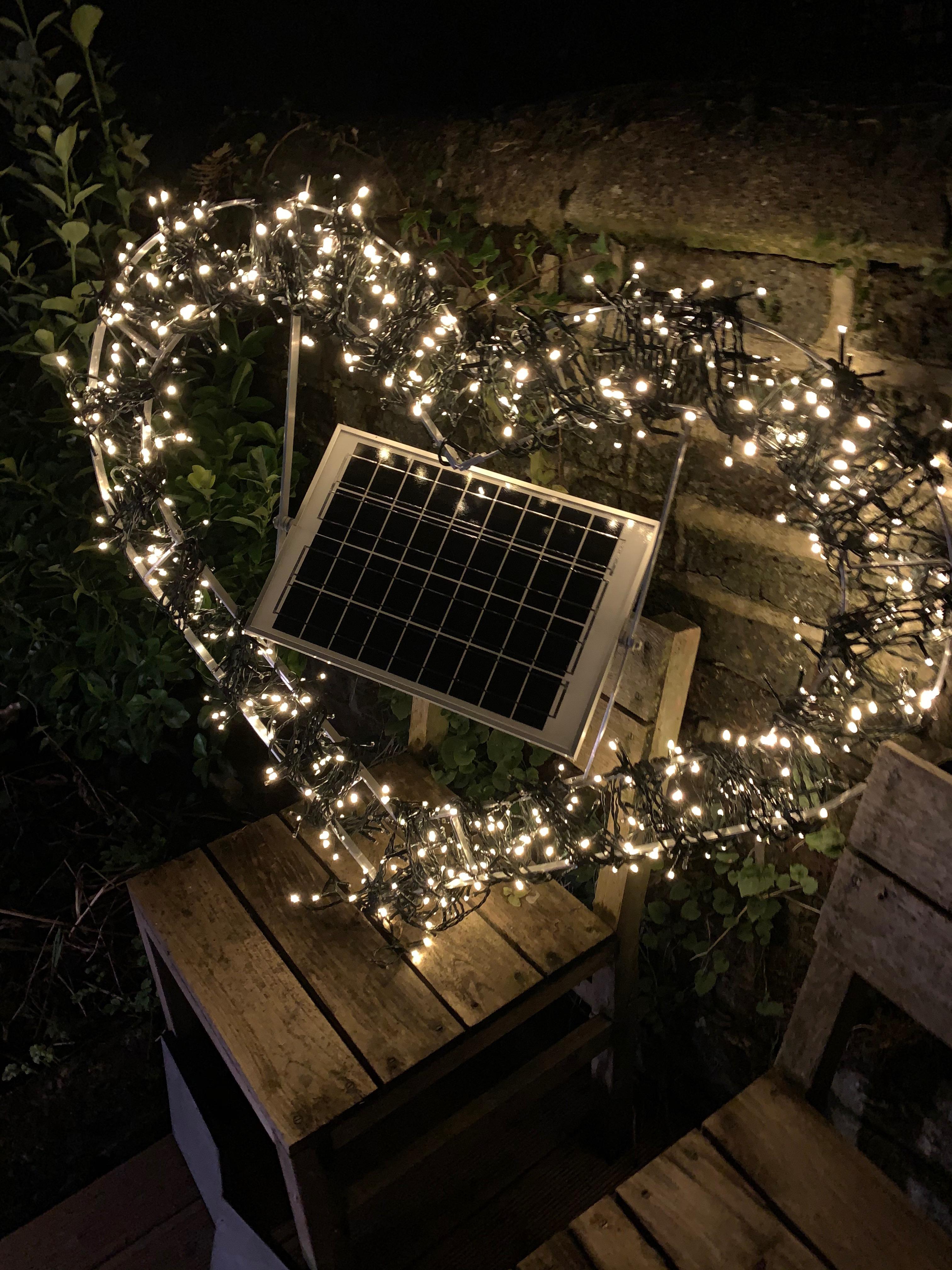 Solar Power Pea Heart Light
