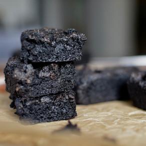 Black Tahini, Black Sesame Flour, Banana & Dates Brownies (Vegan, Gluten-free, Sugar-free)