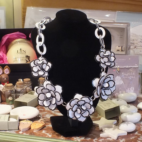 Acrylic Black/ White Flower Chain Necklace