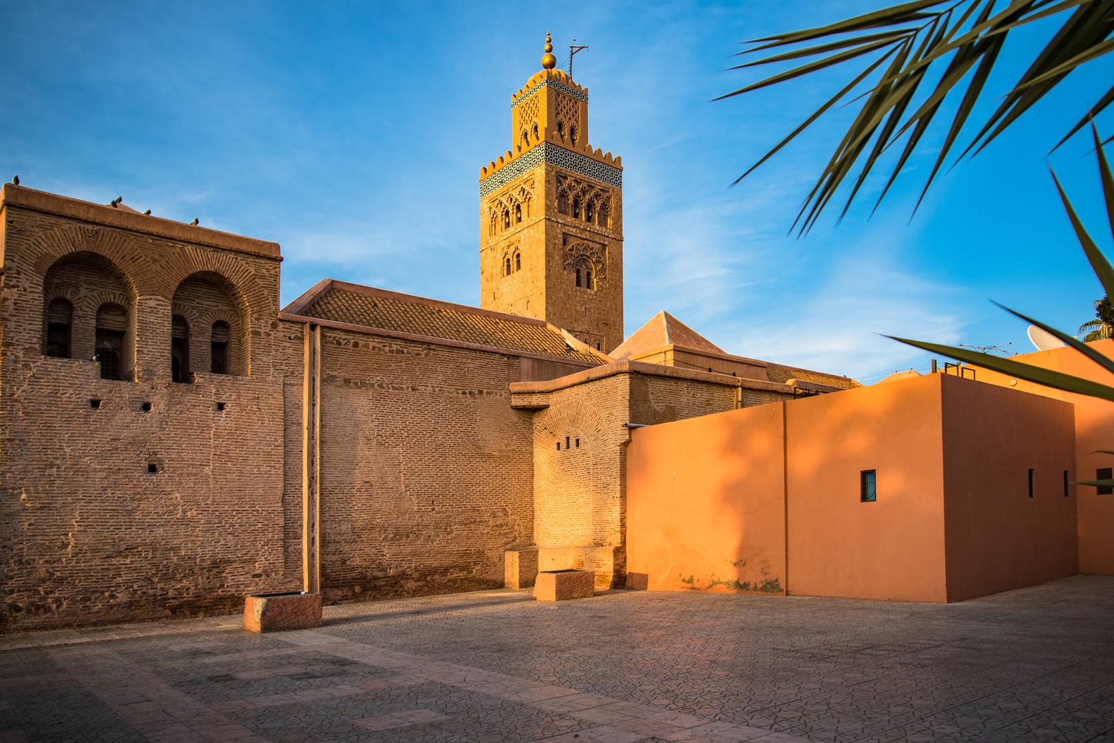 marrakesh-koutoubia-mosque-in-warm-sun-l