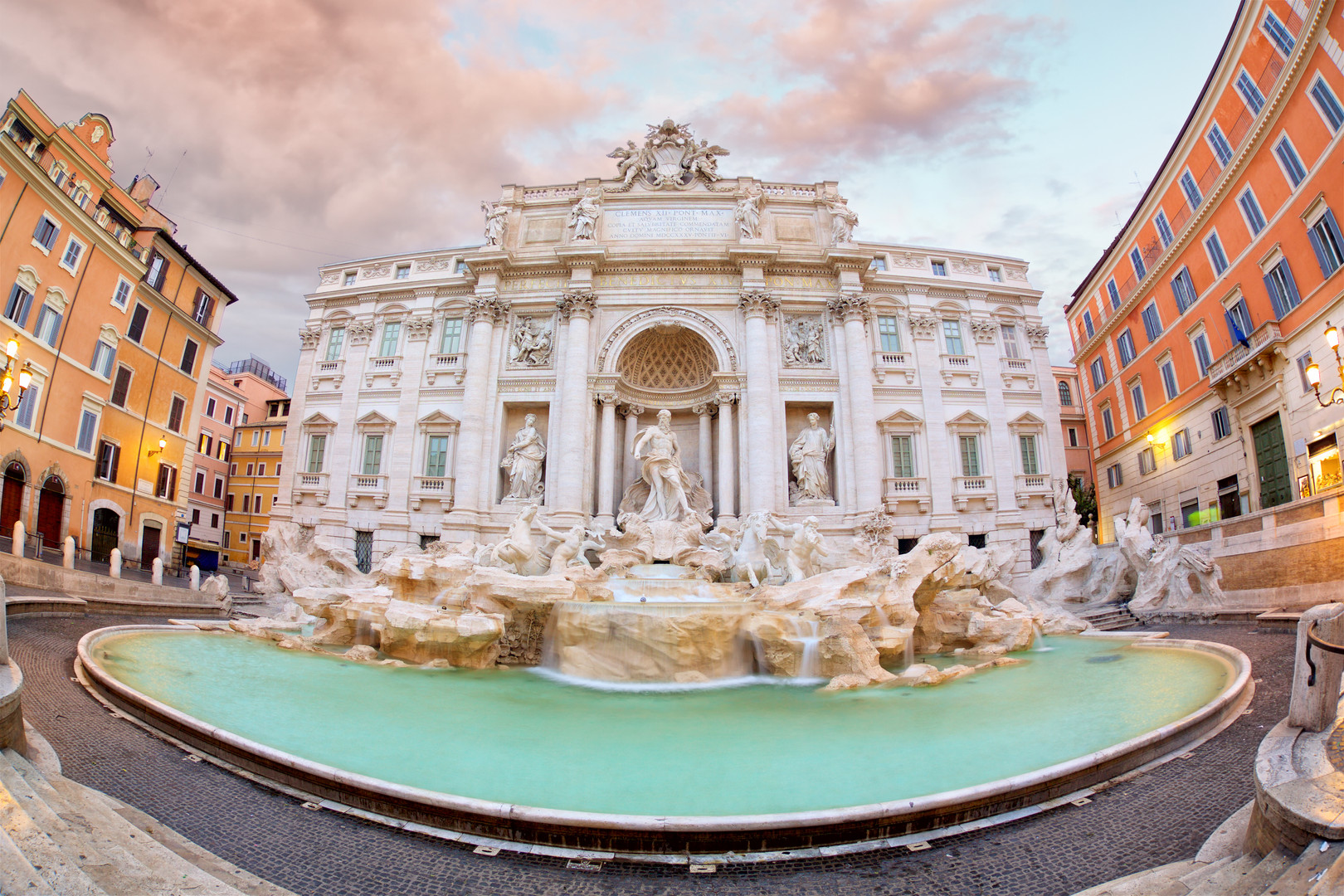 trevi-fountain-in-rome-R5B28J6.jpg