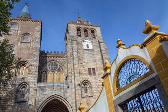 evora-cathedral-the-se-in-the-city-of-ev