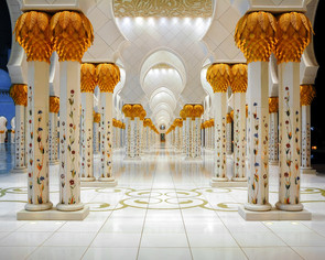 abu-dhabi-uae-mar-19-2014-corridor-with-