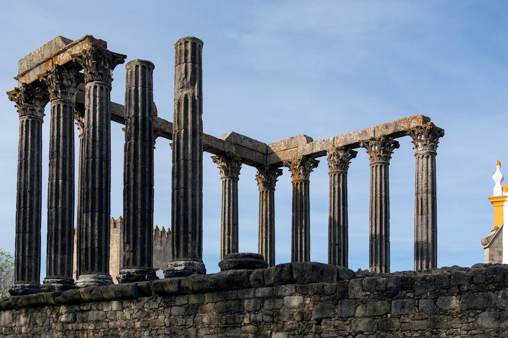 the-roman-temple-in-the-city-of-evora-in