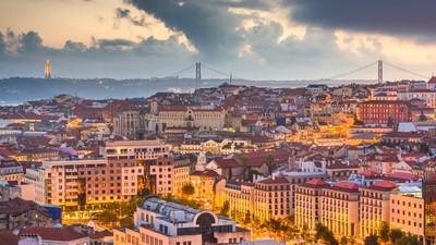 lisbon-portugal-skyline-74KUDLX.jpg
