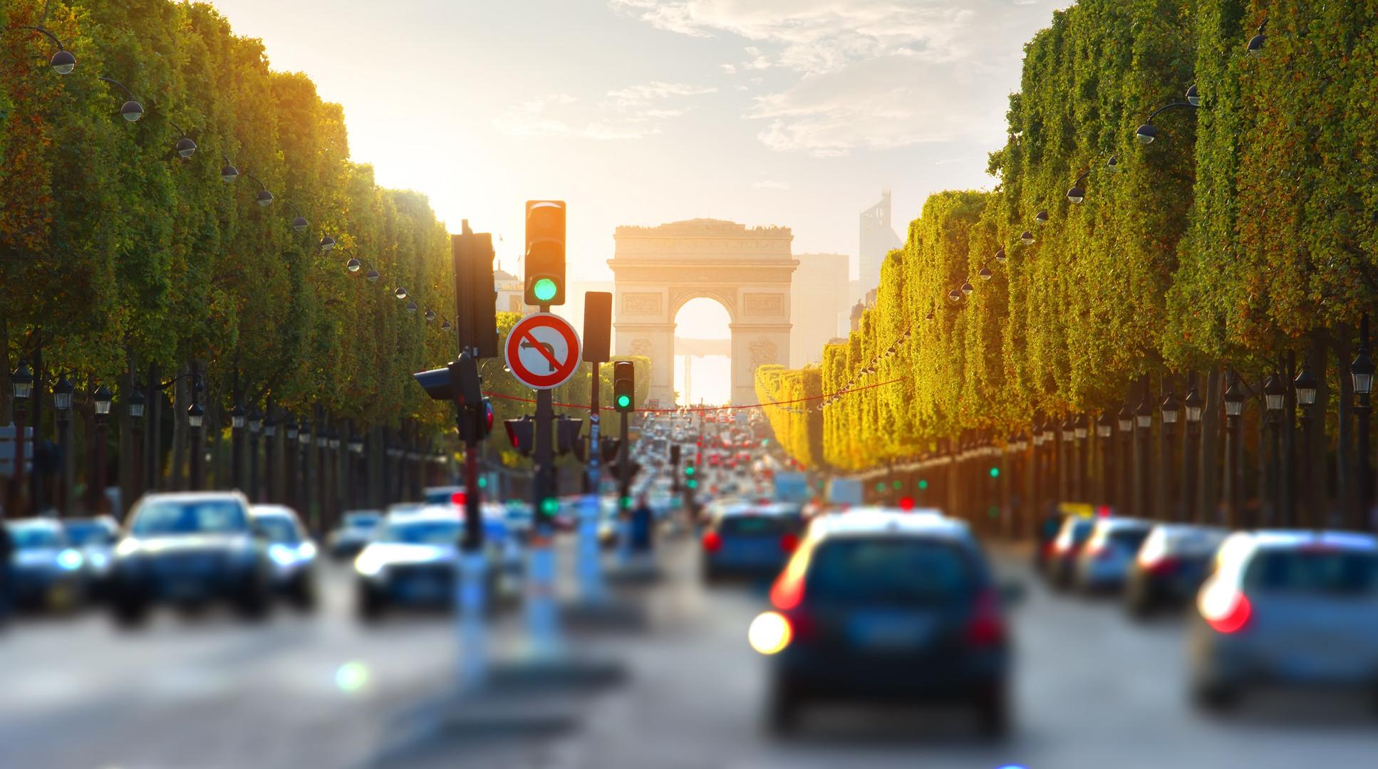 traffic-on-champs-elysee-P73NVXW.jpg