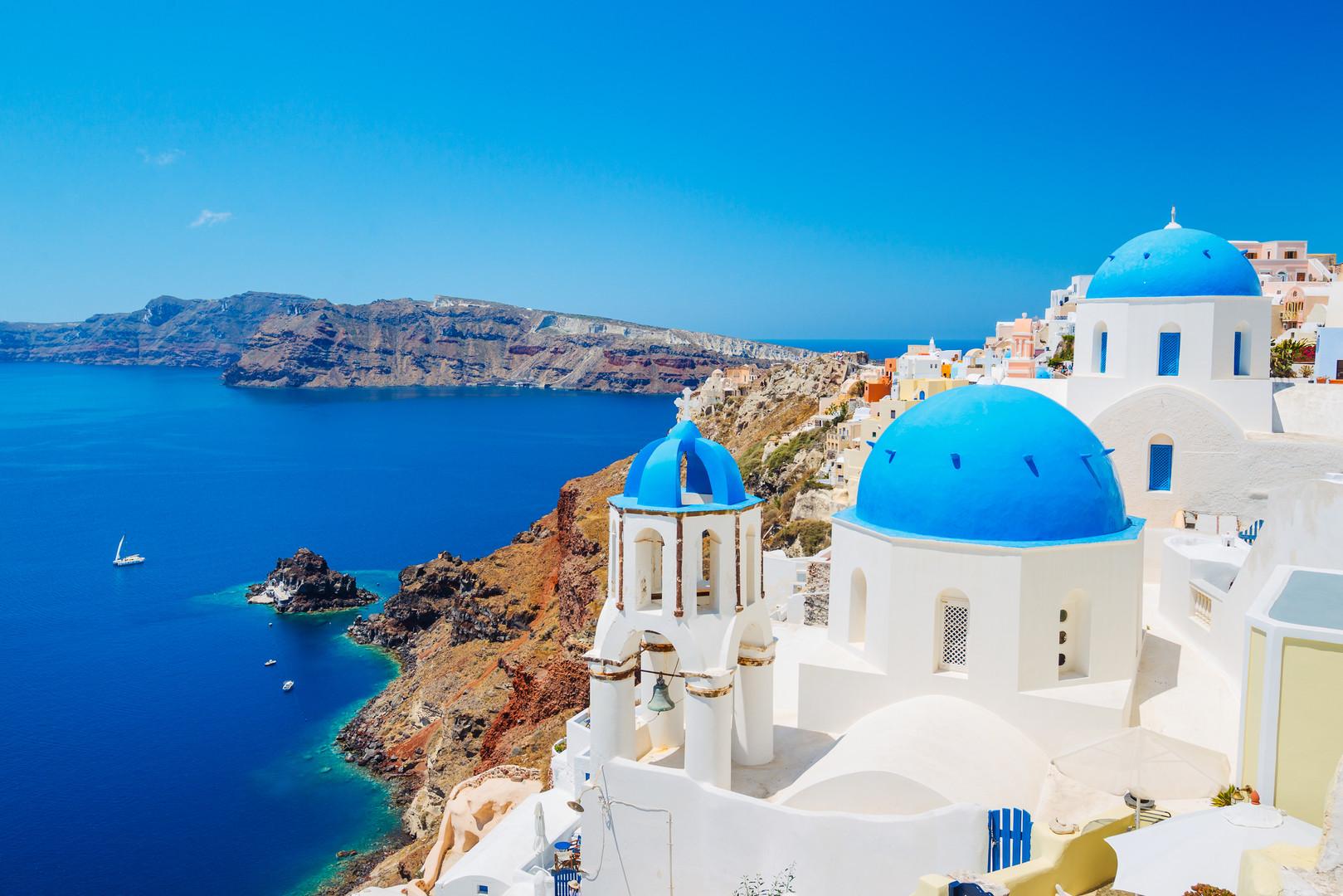 santorini-island-greece-P7XUVFZ.jpg