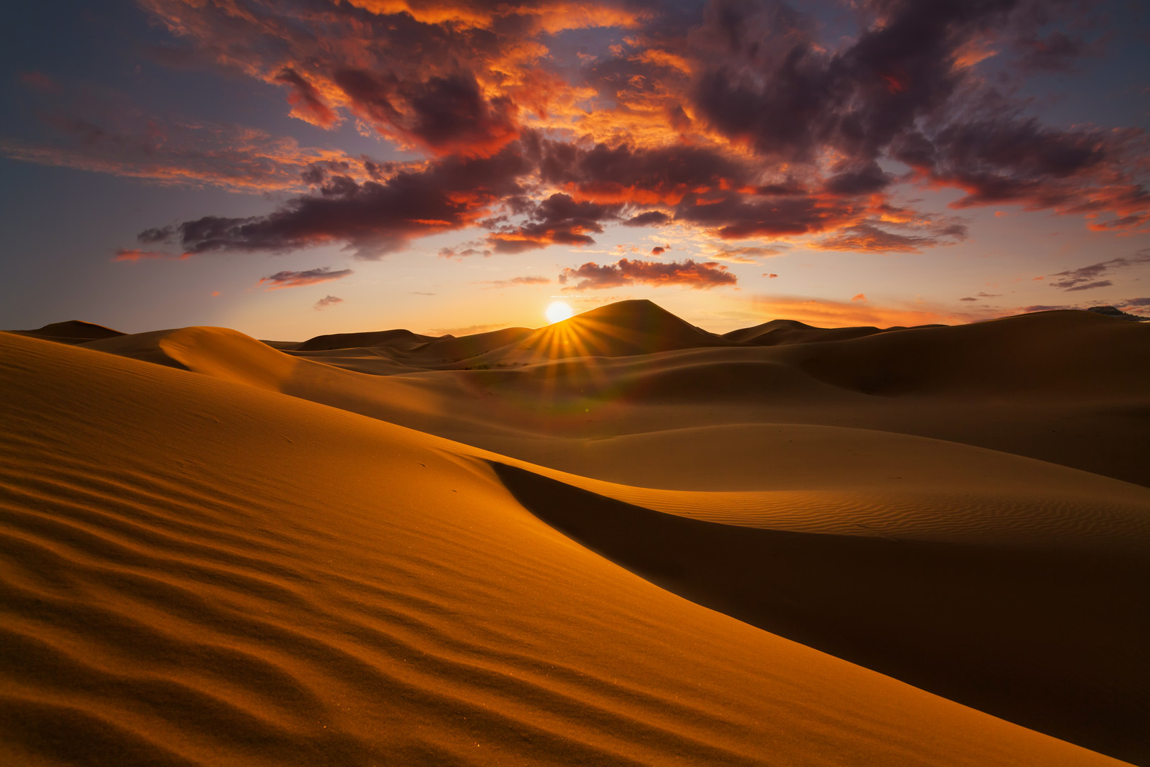 beautiful-sand-dunes-in-the-sahara-deser
