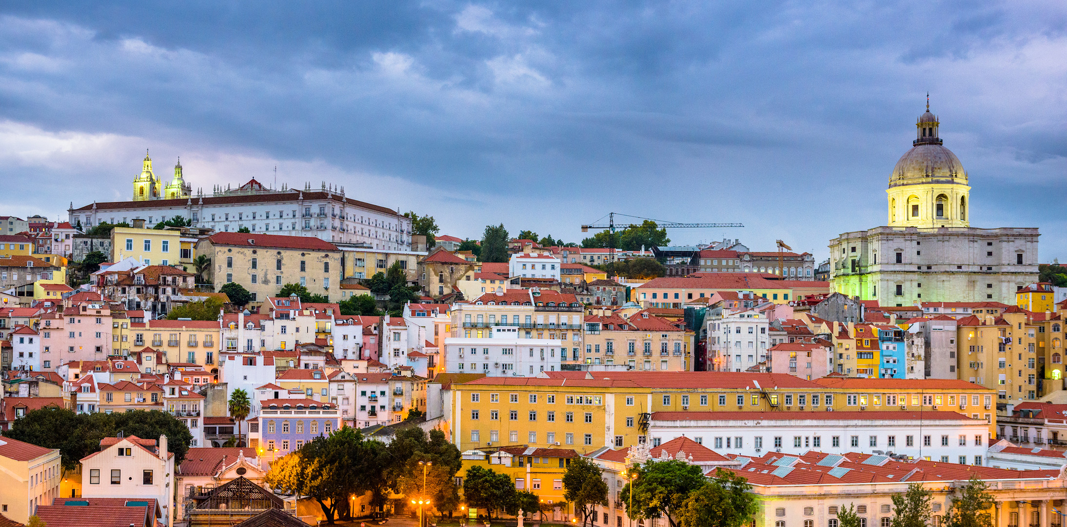 lisbon-portugal-alfama-PUF7RJU.jpg