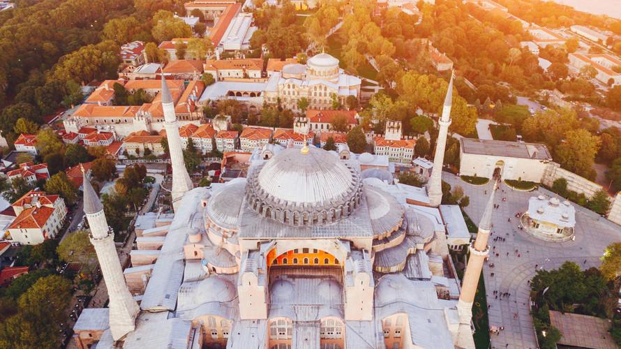mosque-in-istanbul-turkey-WNBKE3T.jpg