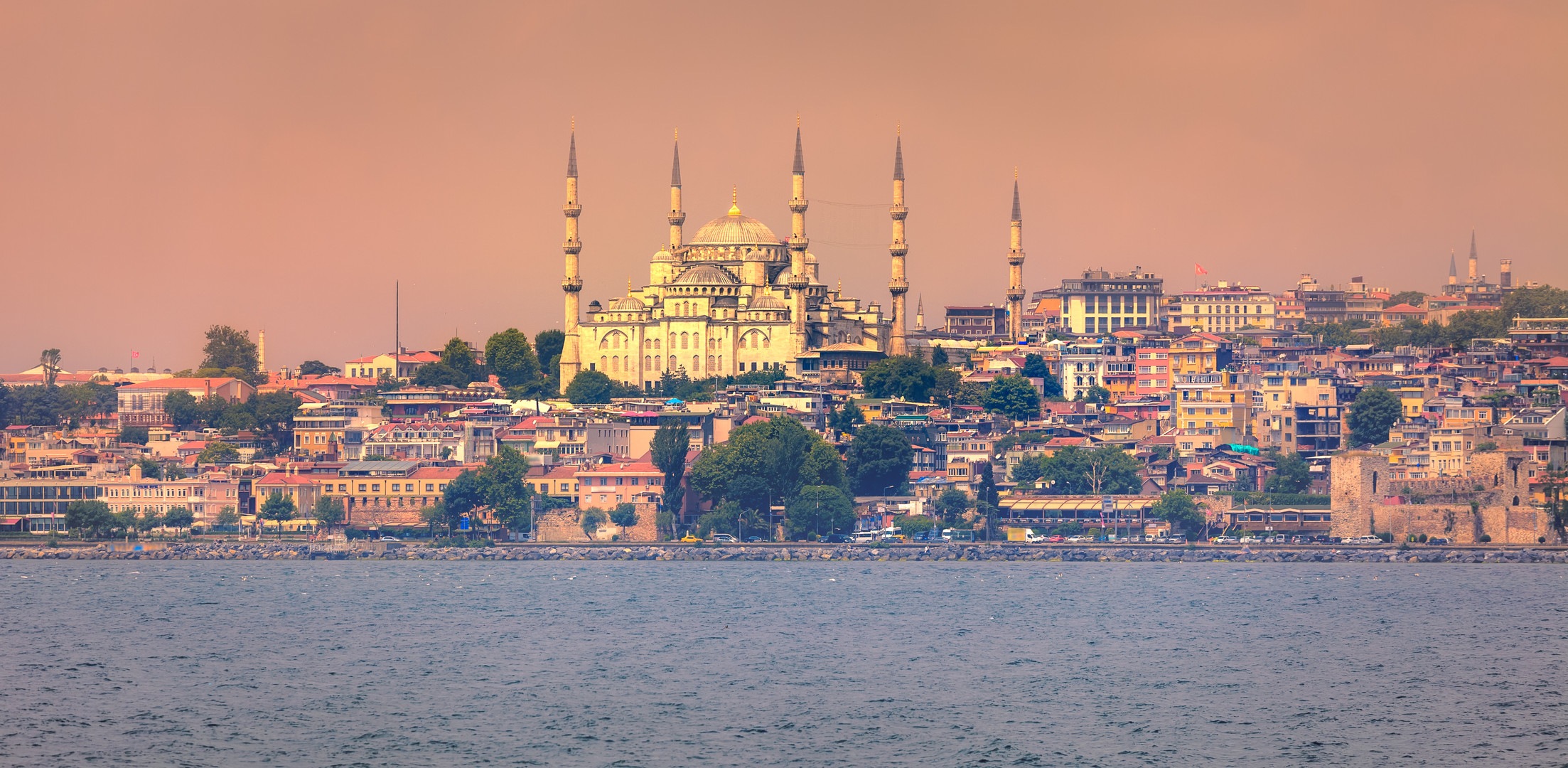 golden-horn-in-istanbul-turkey-TZQVCMJ.j