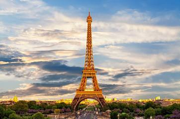 eiffel-tower-3349075_960_720.jpg