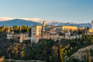 alhambra-palace-in-granada-spain-P4S3T9H