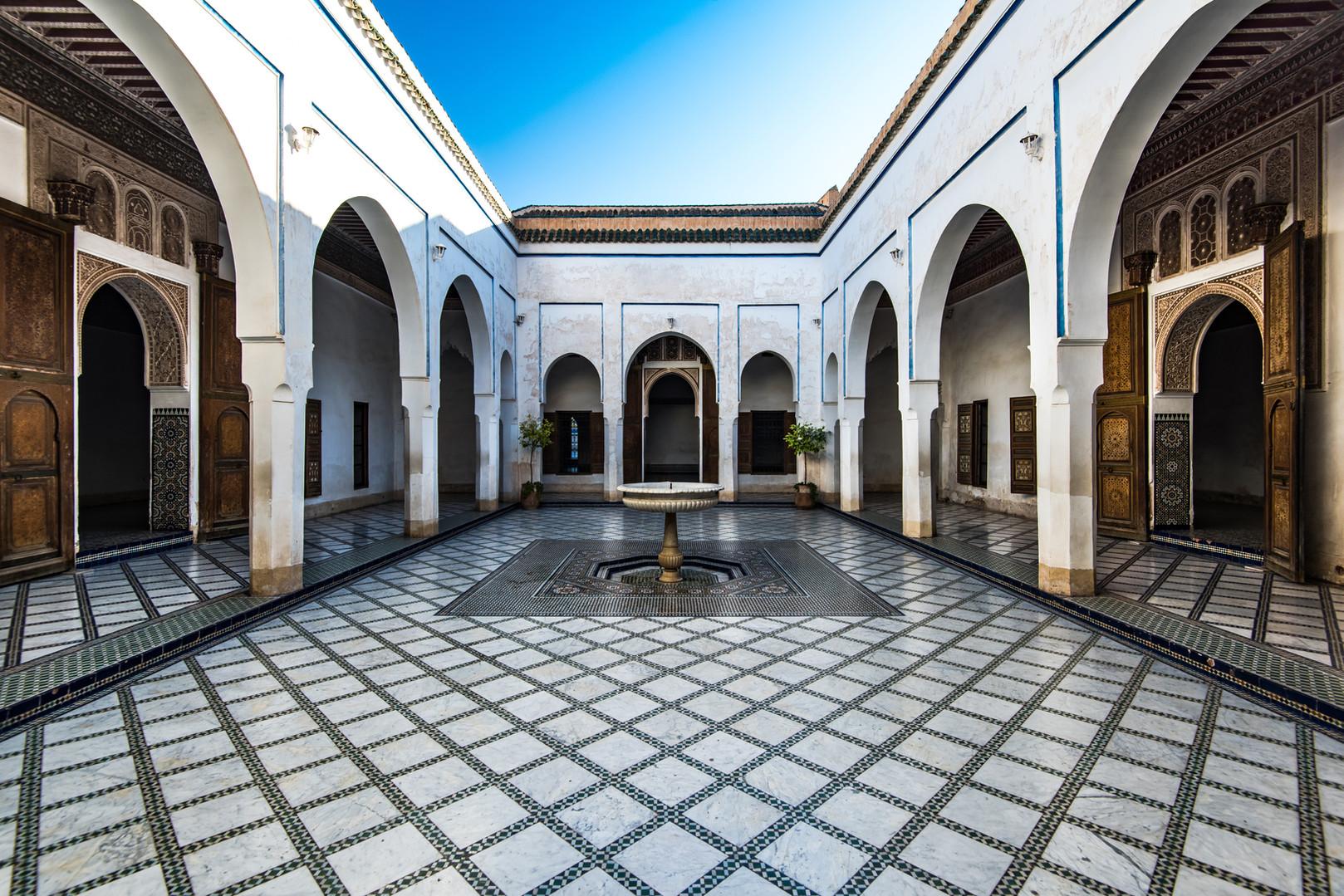 beautiful-courtyard-in-bahia-palace-moro