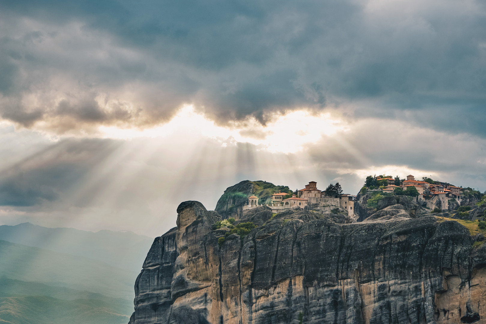 sunset-of-meteora-greece-meteora-rocks-l