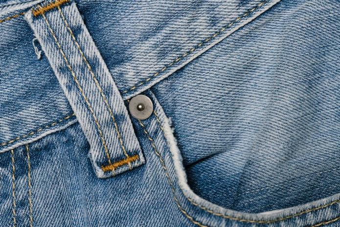 front-pocket-blue-jeans-close-up_23-2148