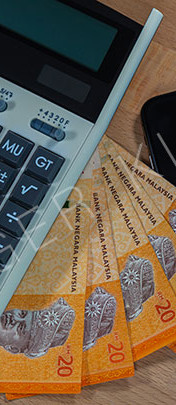 20 malaysian Ringgit on a wooden desk