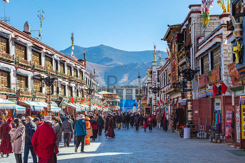 The bakuo road around the Jokhang Temple, Lhasa
