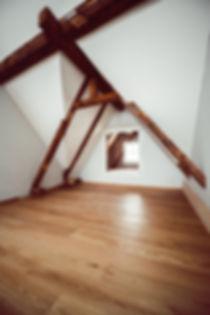 Dachwohnung, historische Balken, Altstadtwohnung Aarau, Restaurierung, Denkmalpflege.jpg