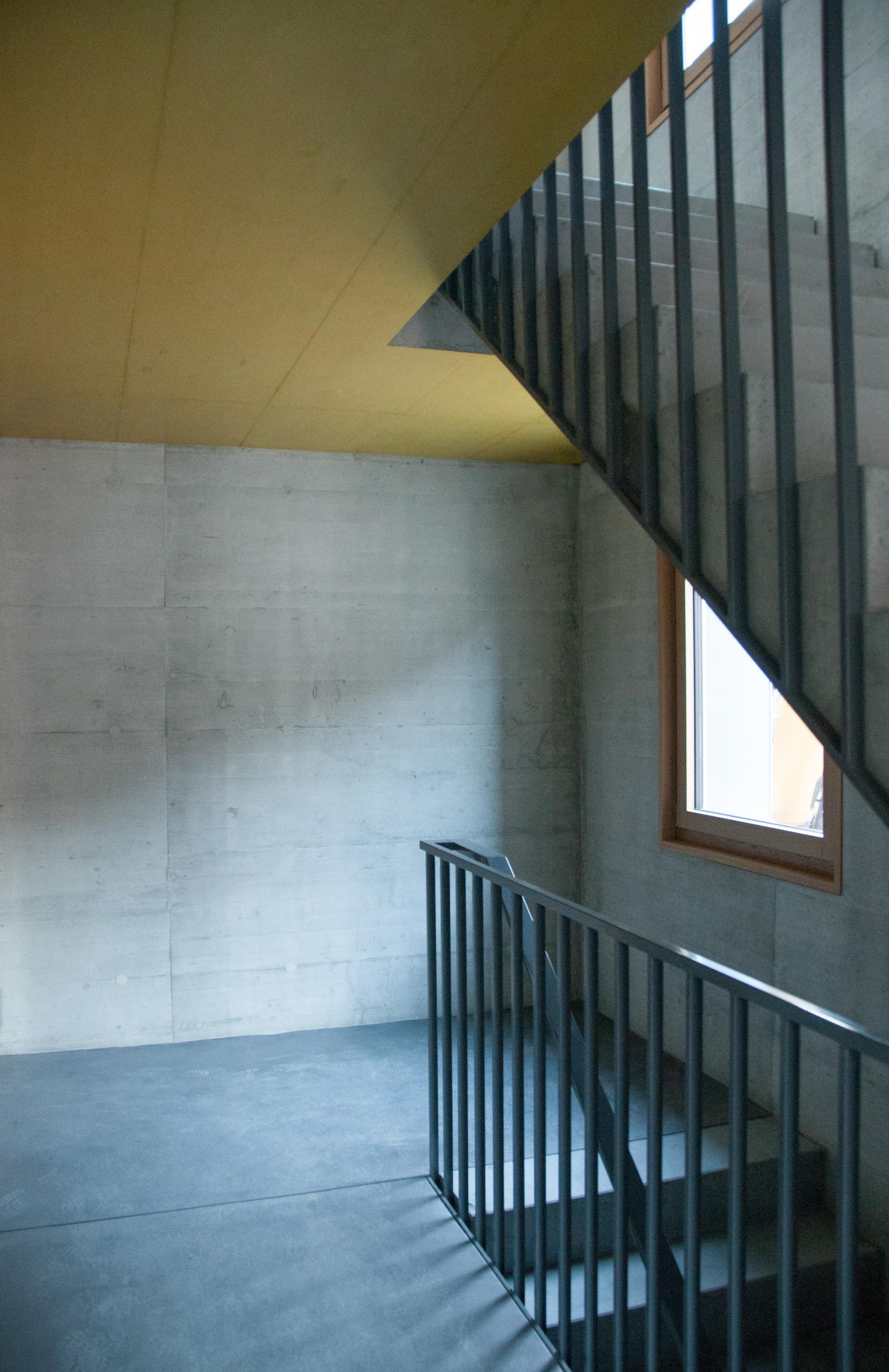 c3g_HBA_Treppenhaus gelbe Decke.jpg