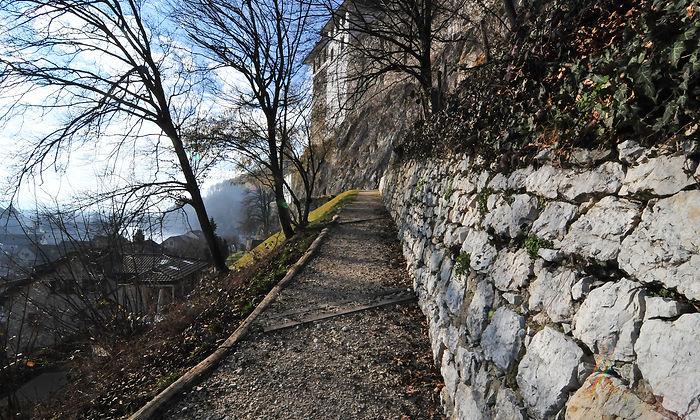 Restaurierung Trockensteinmauerwerk, Festungshügel Aarburg.