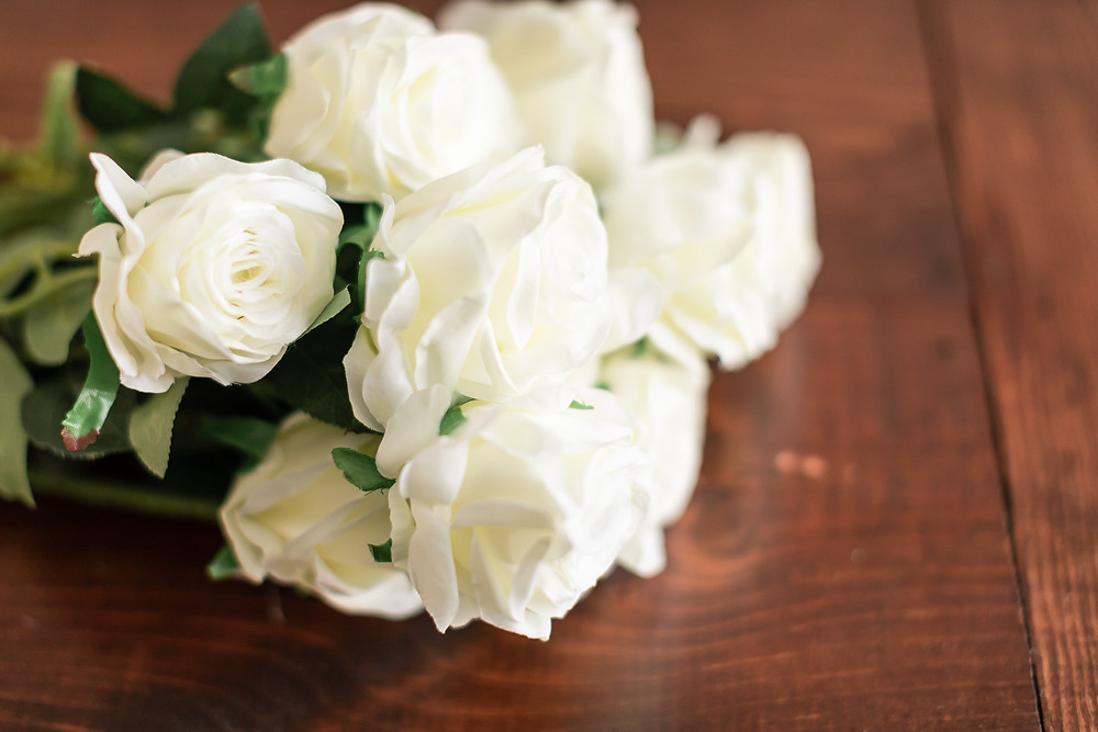 Easy flower arrangement for table centerpiece wedding decor dining centerpiece greenery white roses hyndrange