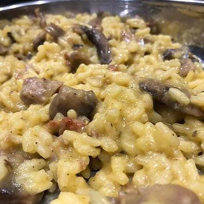 risotto-con-funghi-salsicce-e-zafferano-