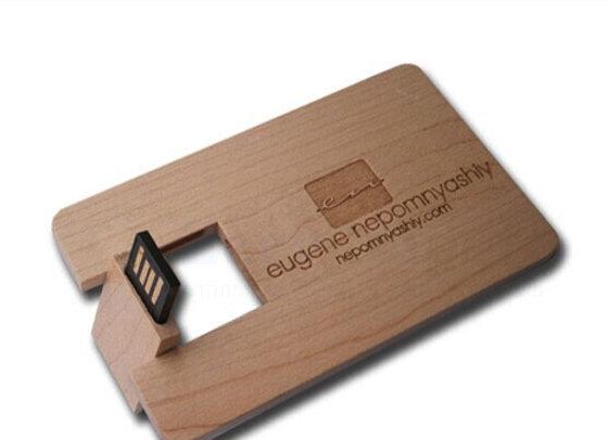 דיסק און קי בצורת כרטיס אשראי עשוי במבוק