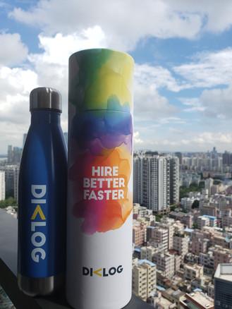 בקבוק טרמי מעוצב מוצרי פרסום מיוחדים.