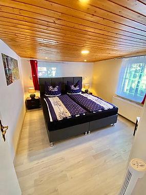 Schlafzimmer__2OG_1[1].jpg