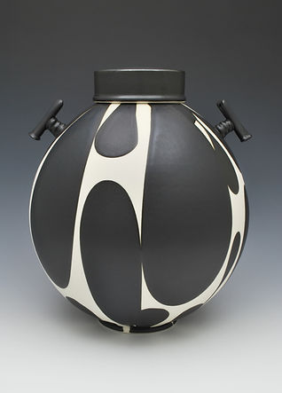 scott_sam_black and white jar with handl