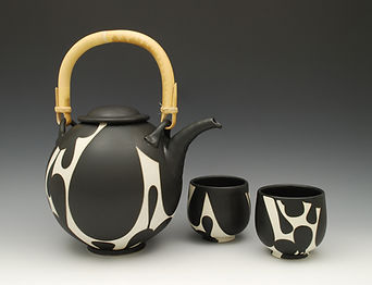 "5) B/W Teapot and cups, 7.5"" to lid."