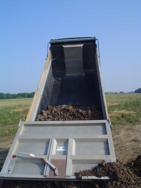 Dump Truck dumping fast.jpg