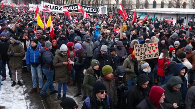 Tens of Thousands of Austrians Rise up Against 'NWO Lockdowns'