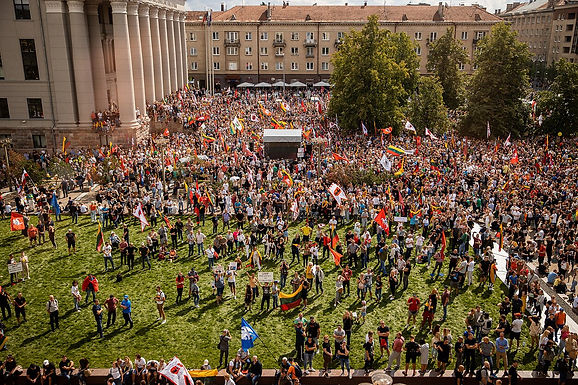 Several thousand in Vilnius protest vaccination pass, erect gallows for 'traitors'