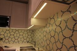 кухня из массива дерева белого цвета
