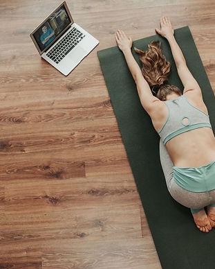 Les-10-meilleurs-cours-de-yoga-en-ligne-
