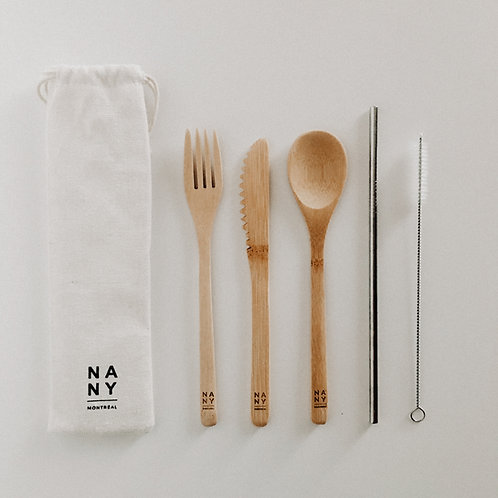 Ensemble d'ustensiles en bambou avec paille et brosse nettoyante