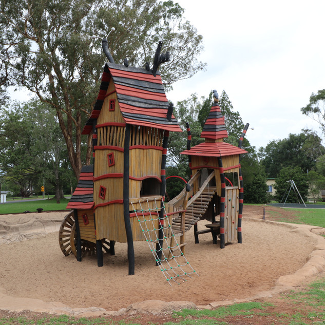 The Crooked House Picnic Point