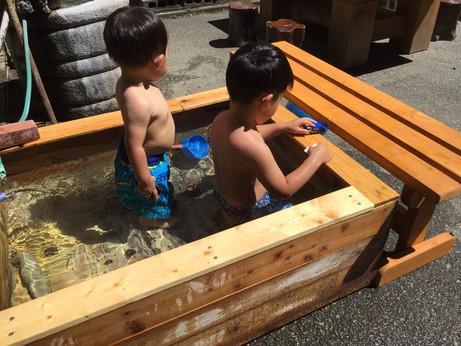 檜の浴槽がプールに!