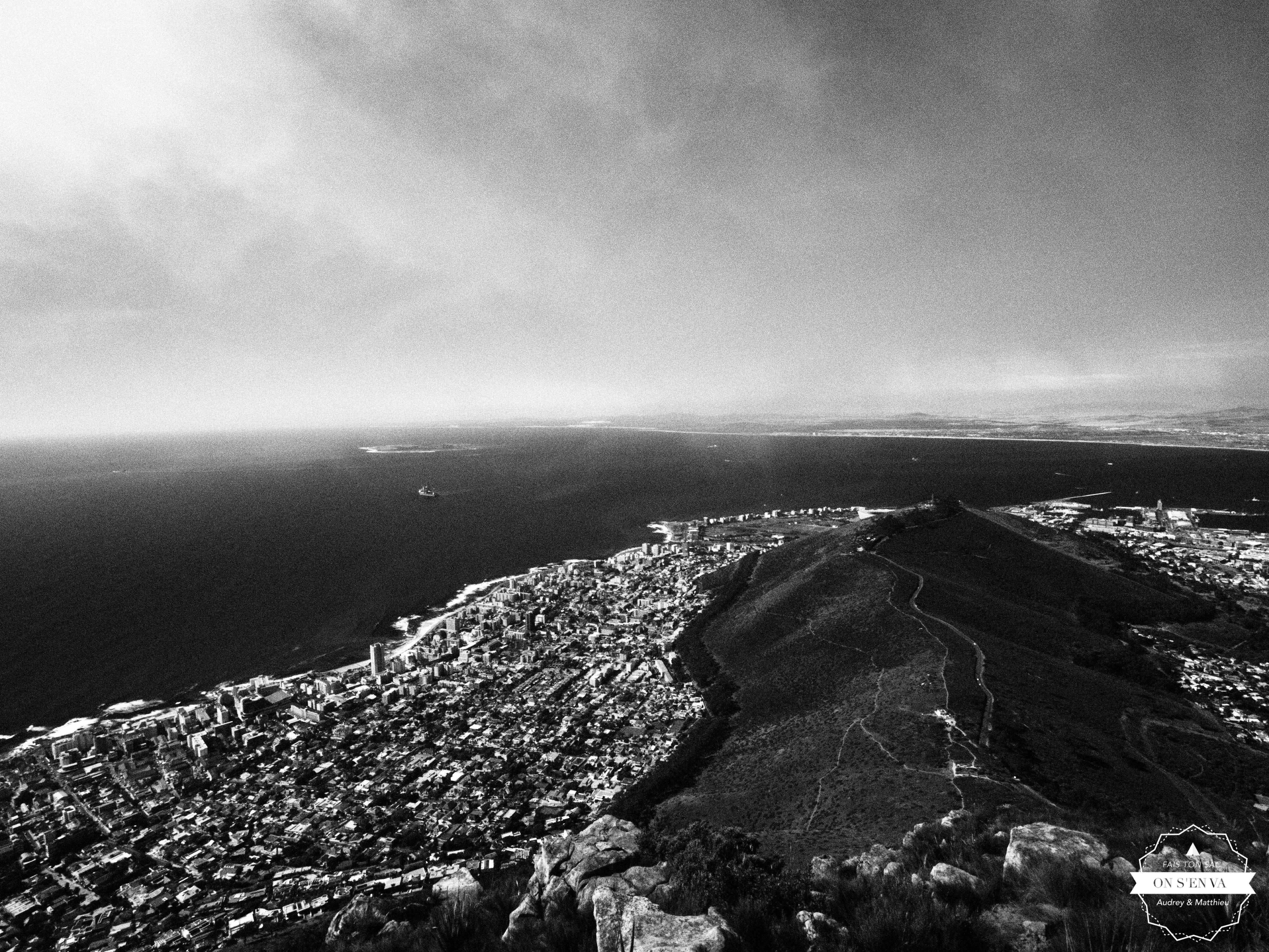 En face Signal Hill et Robben Island