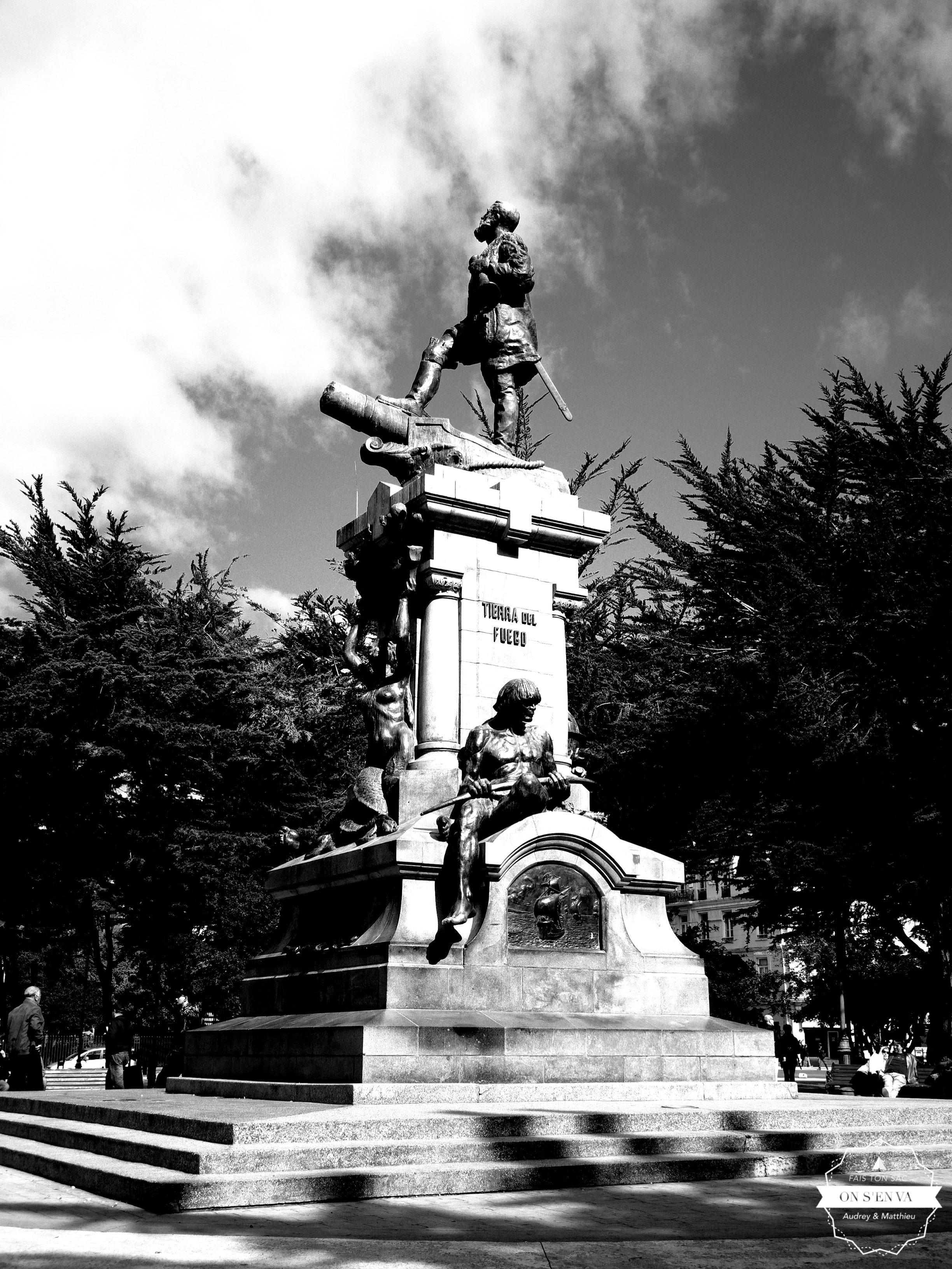 Magellan, sur la place principale