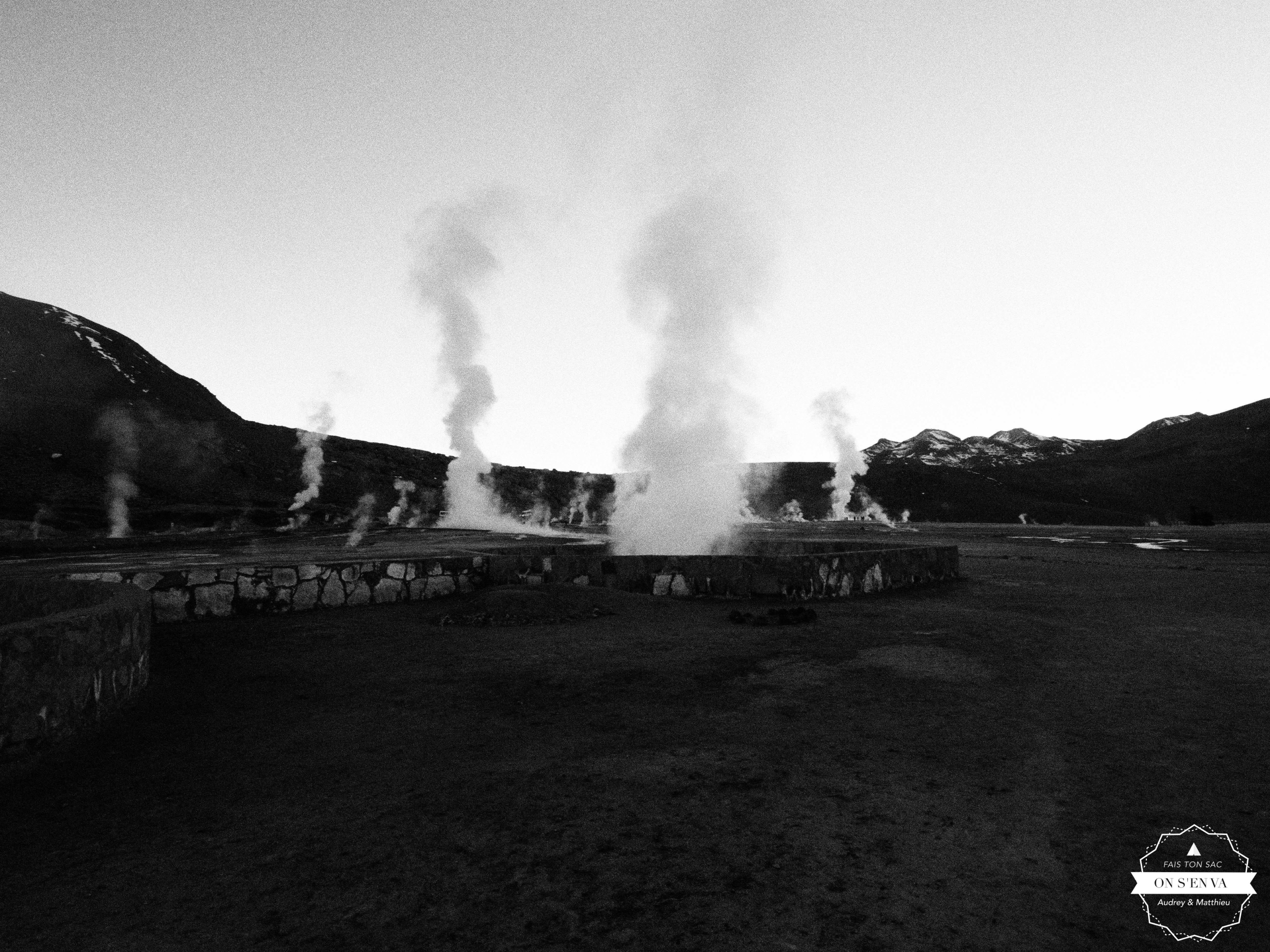 Lever du soleil sur les geysers