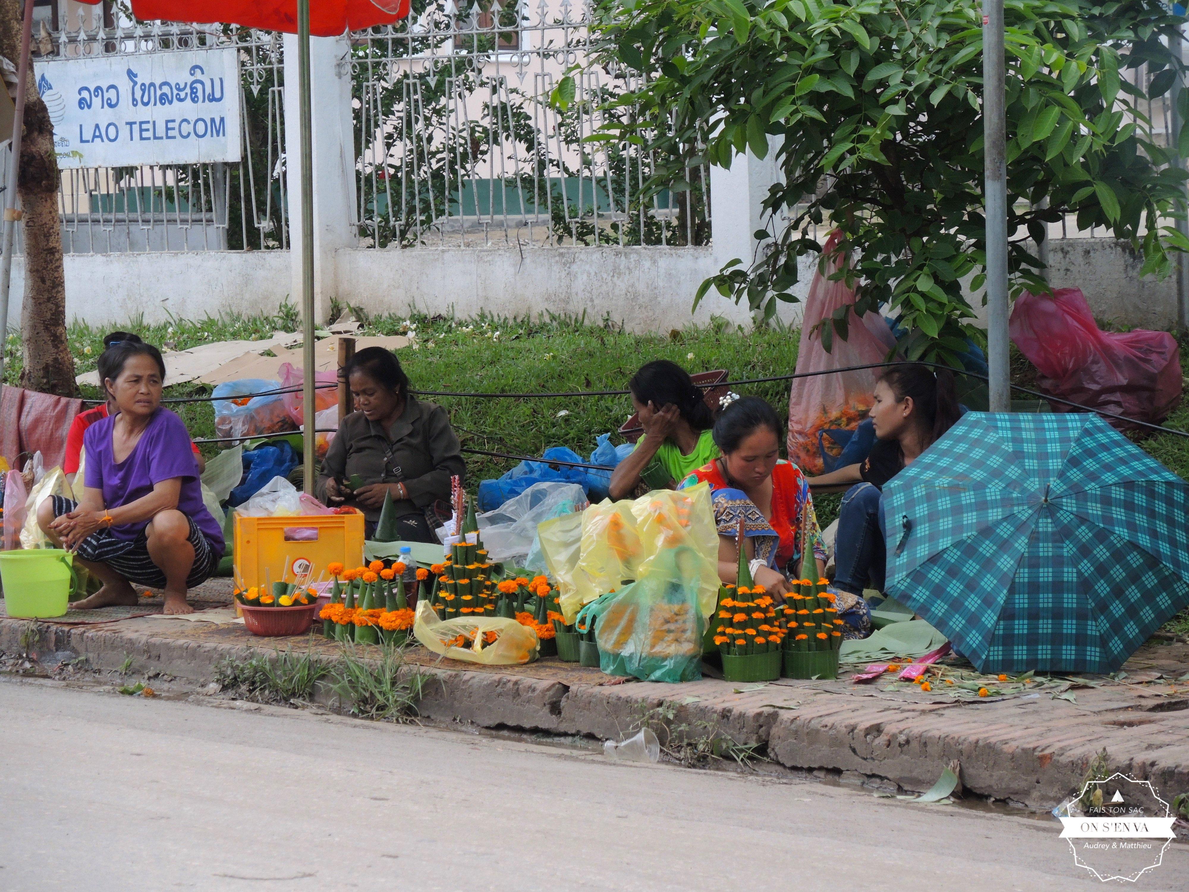 Vendeuses à l'entrée du temple