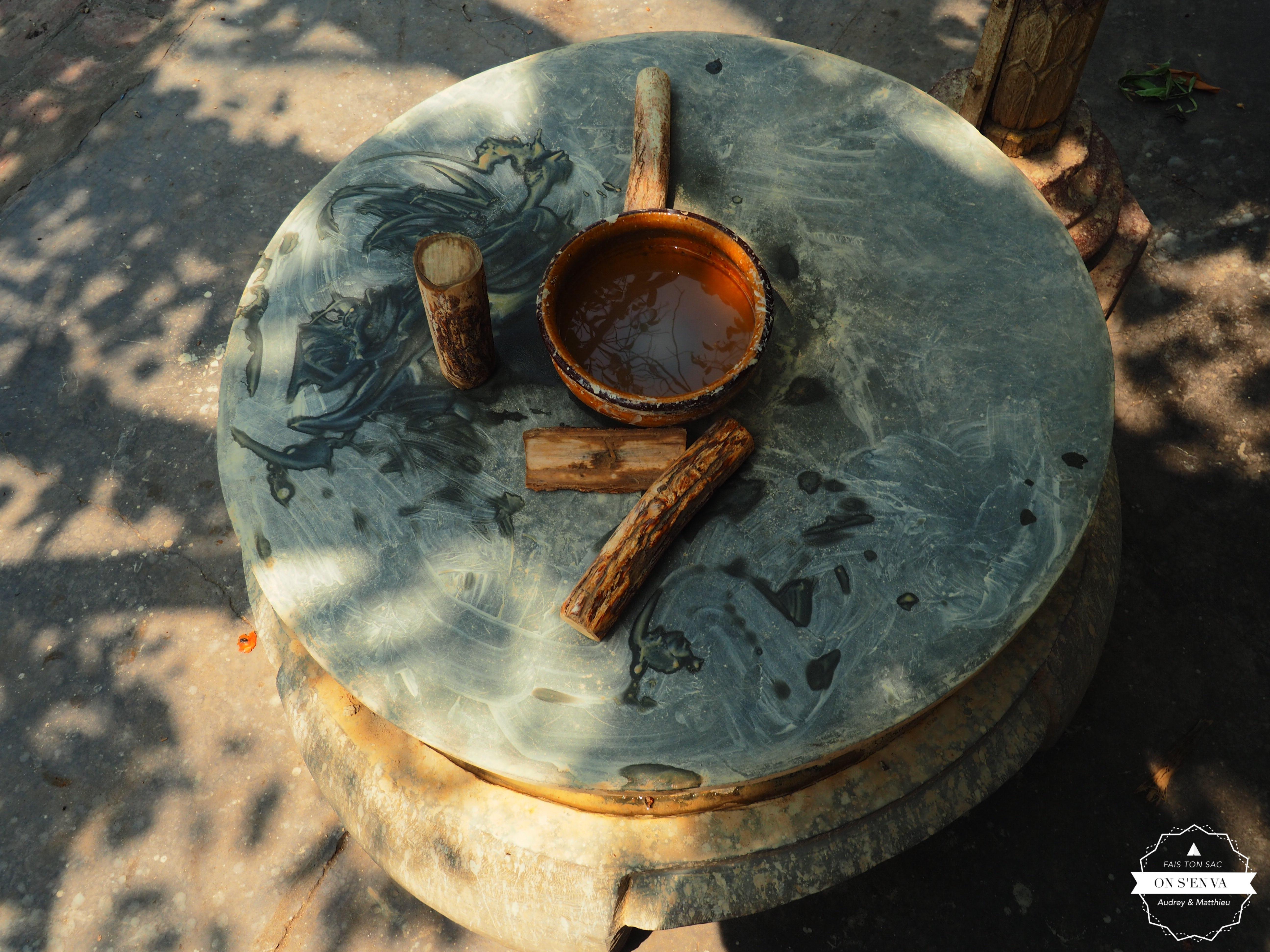 Table à tanaka à l'entrée du temple