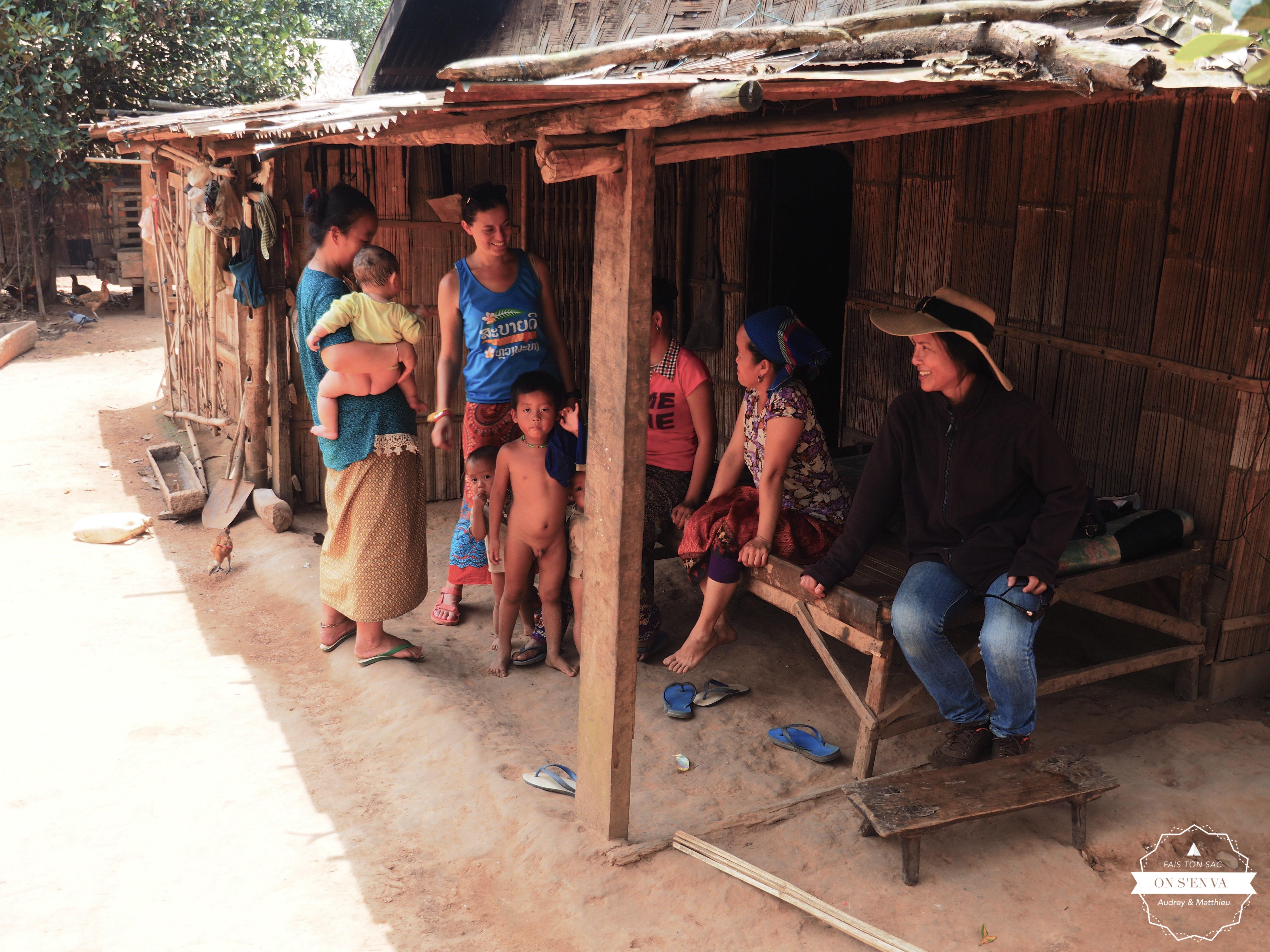 Avec les femmes Hmongs