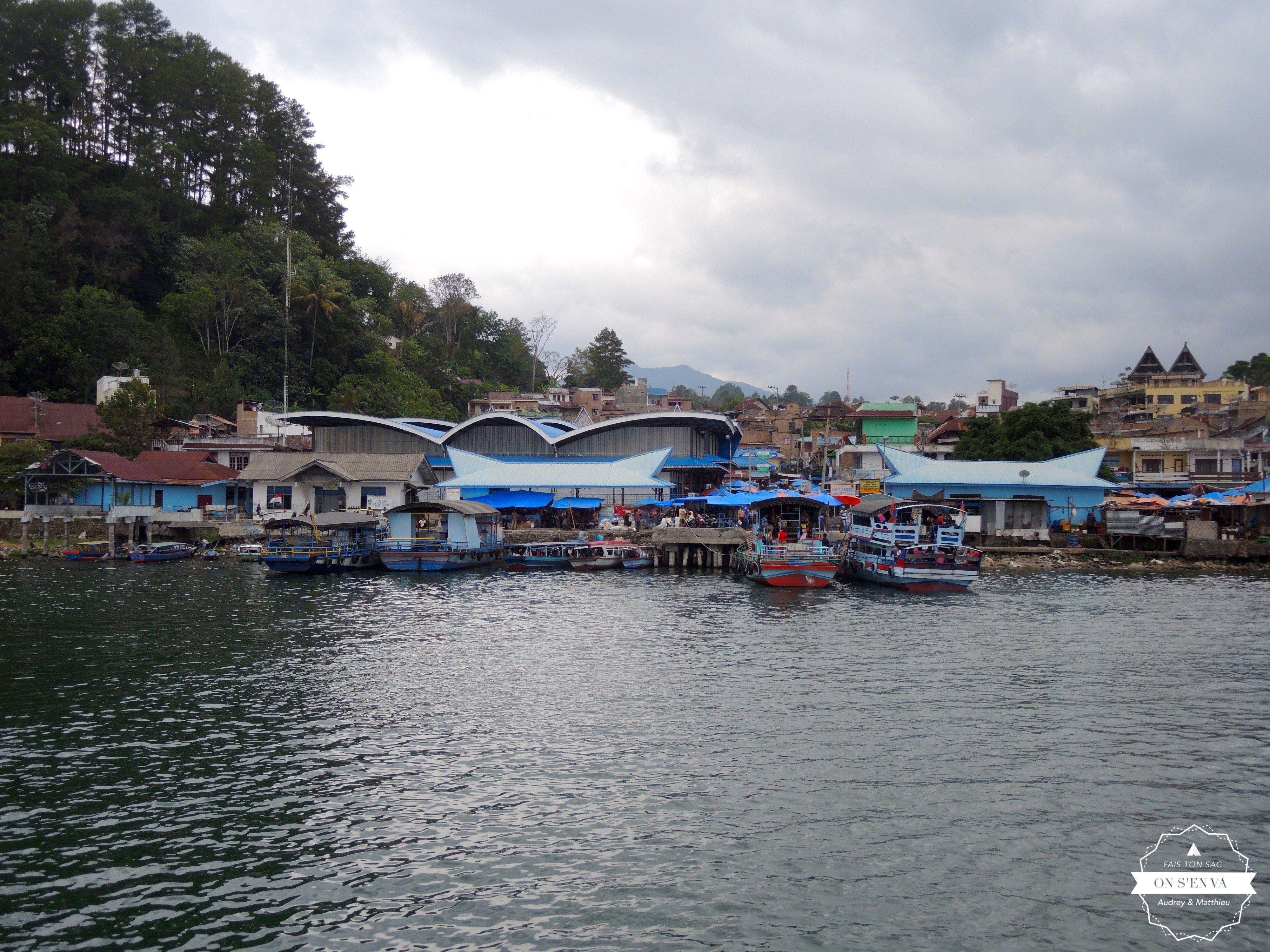 Embarcadère sur le Lac Toba
