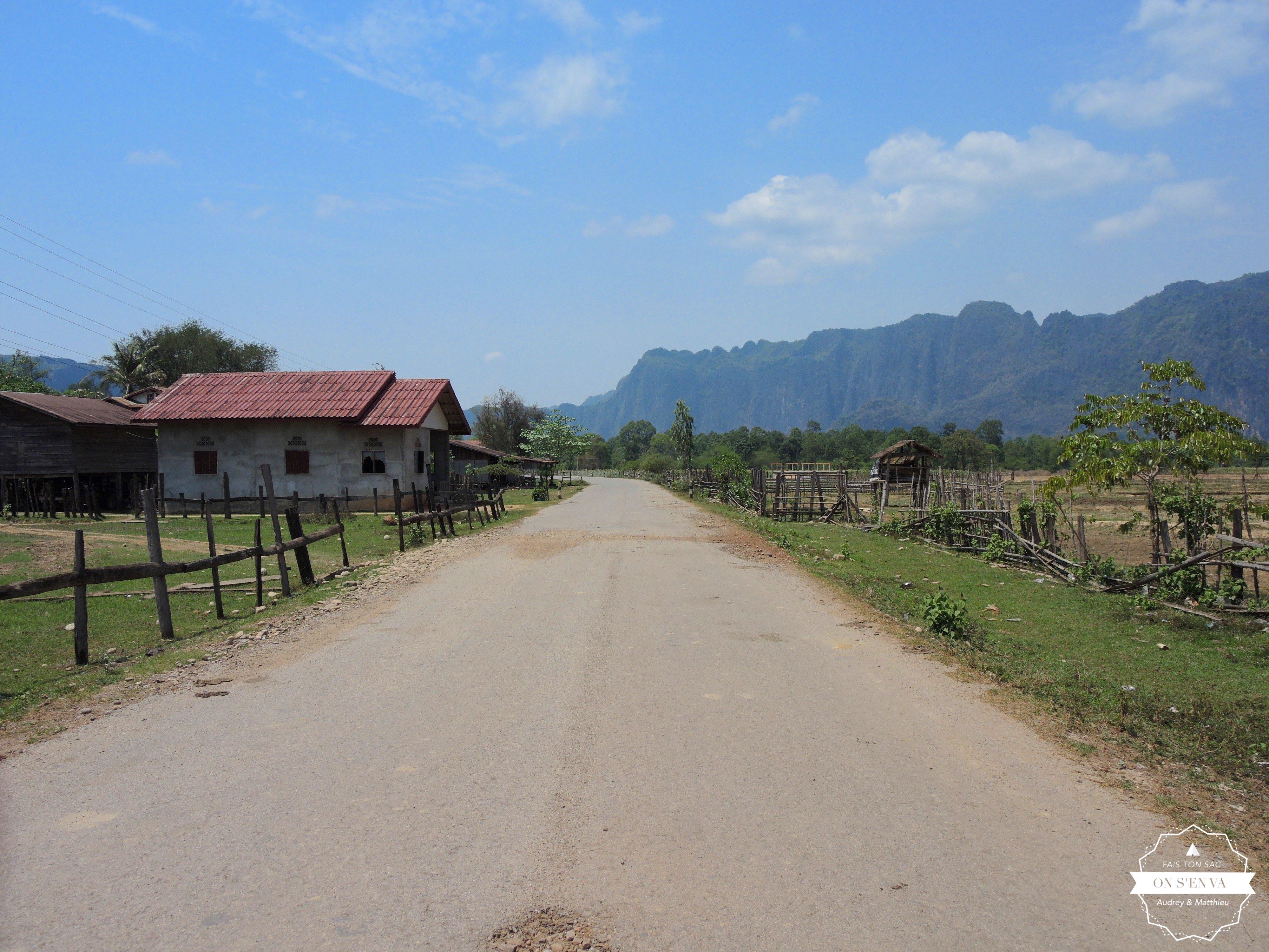 Départ sur les routes de Tha Khaek
