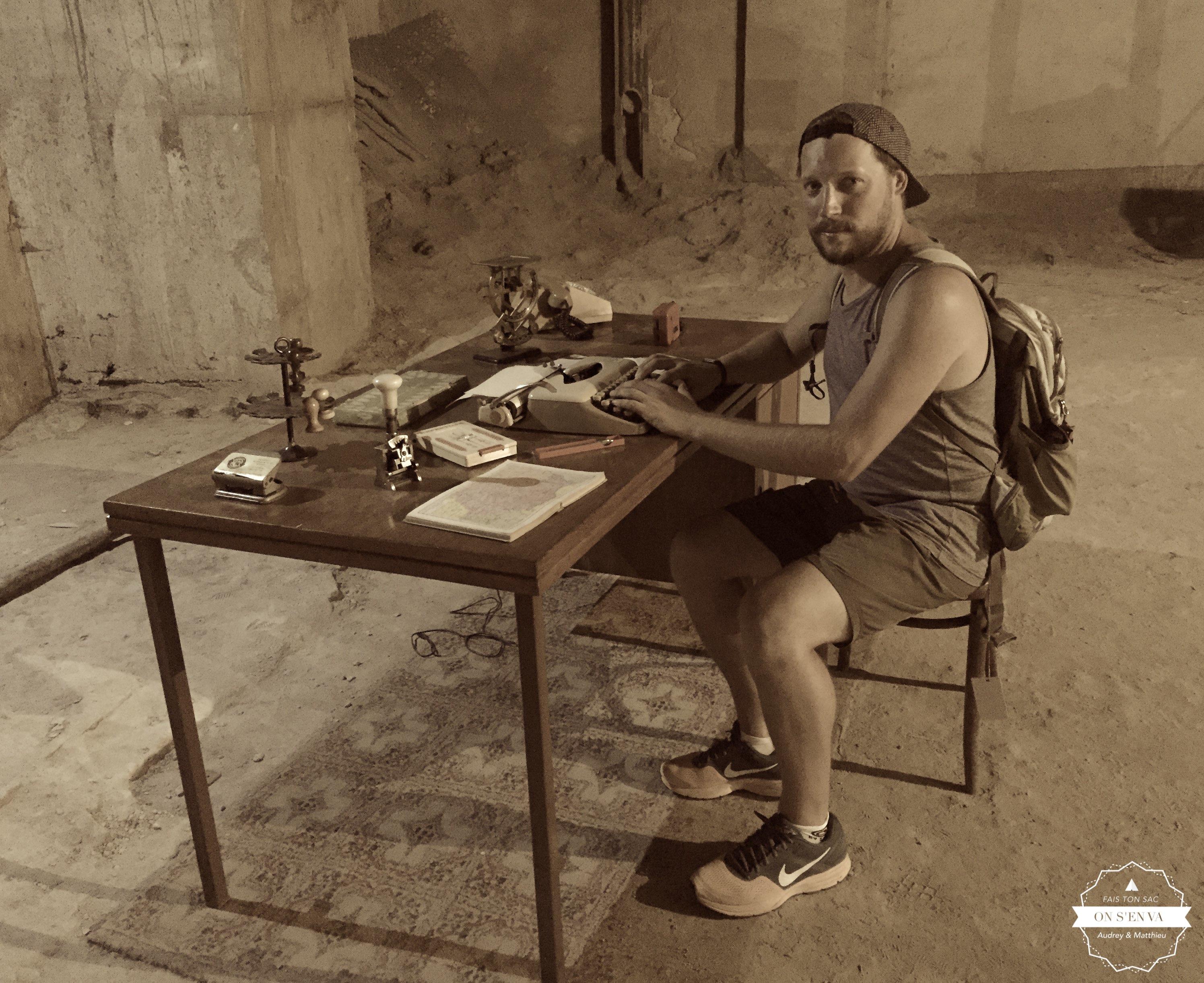 Matt dans les bureaux du Palais