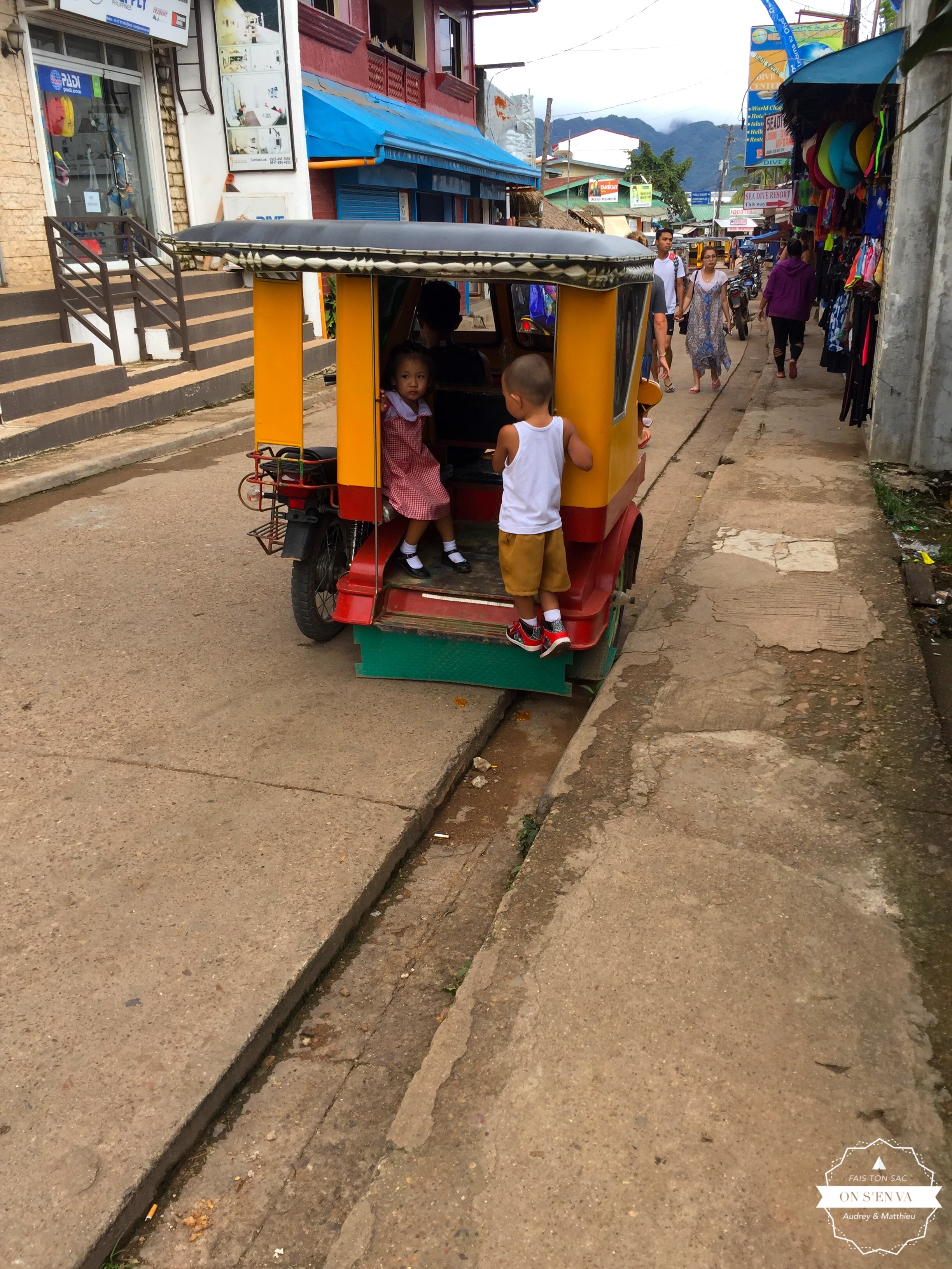 Dans les rues de Coron Town